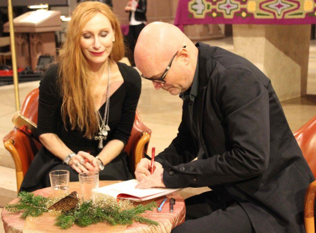 Andrea Sawatzki und Christian Berkel nehmen sich nach der Lesung nach sehr viel Zeit für Autogramme und Fotos